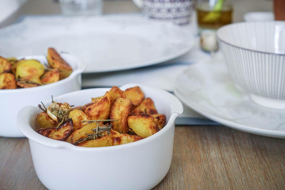 Recette de potatoes délicatement parfumées à l'ail et au romarin ! Je vous livre un secret de cuisson qui fera la différence !